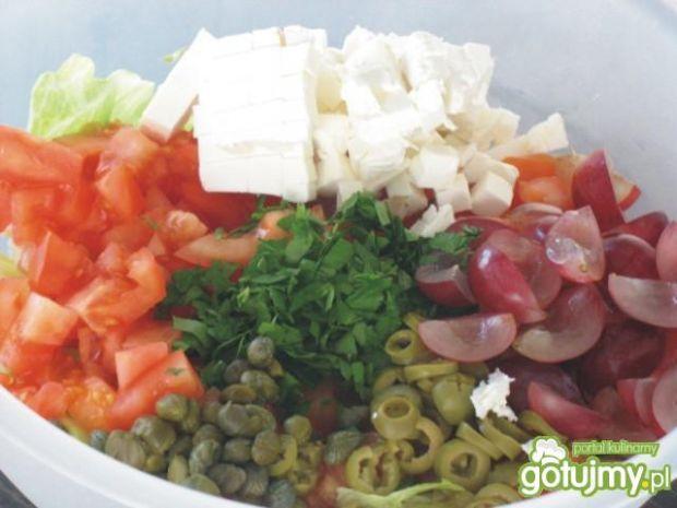 Sałatka z serem feta i winogronami