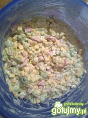 Sałatka z serem wędzonym 2