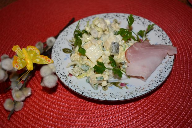 Sałatka z serem wędzonym i porem