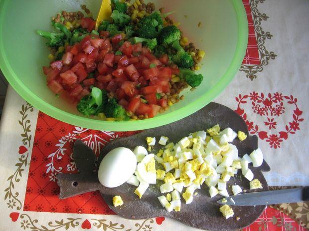 Sałatka z soczewicą i brokułami