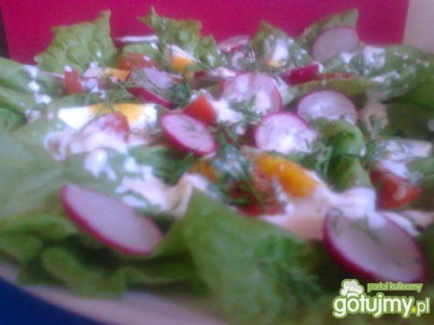 sałatka z sosem kefirowo-majonezowym