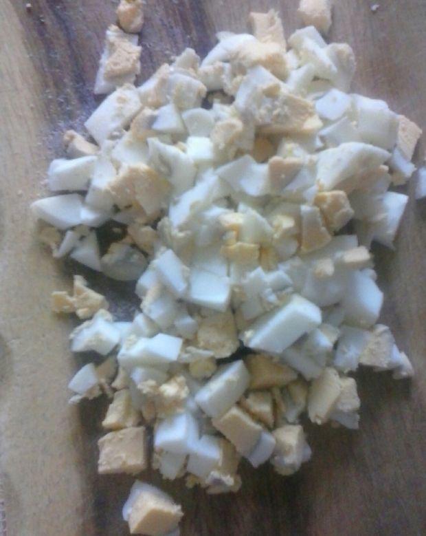 Sałatka z surowego kalafiora z jajkiem i kukurydzą