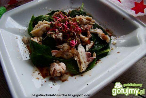 Sałatka z szpinaku i karpia