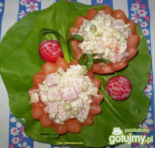 Sałatka z szynką w pomidorkach