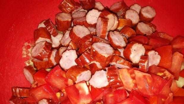 Sałatka z tarhonya i kabanosami
