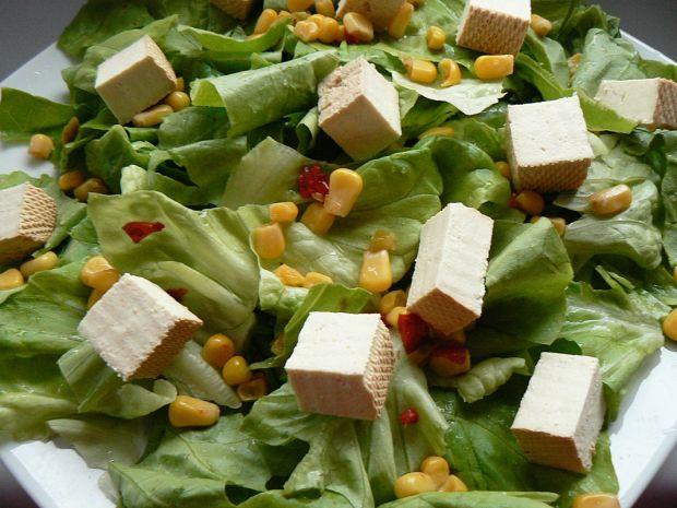 Sałatka z tofu i kukurydzą pod gwiazdami
