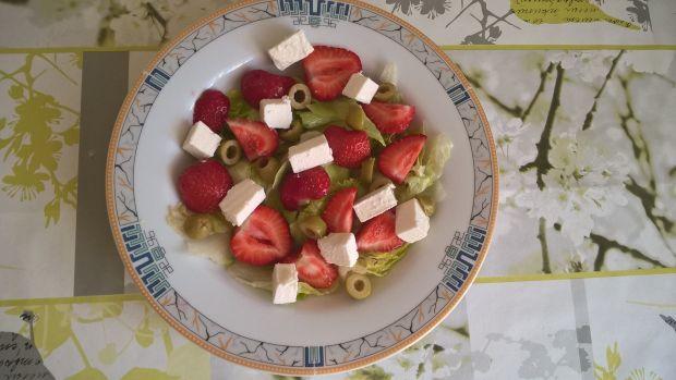 Sałatka z truskawkami, fetą i miętą