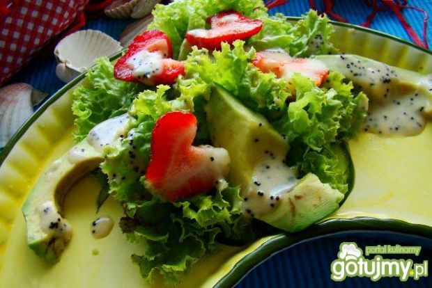 Sałatka z truskawkami i awokado