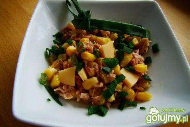 Sałatka z tuńczyka i sera