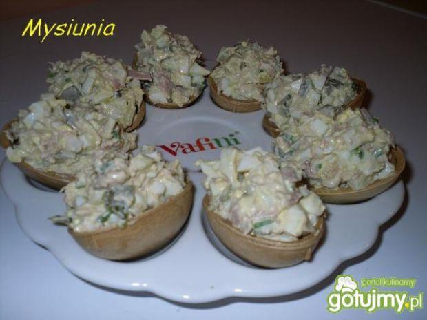 Sałatka z tuńczyka w waflach
