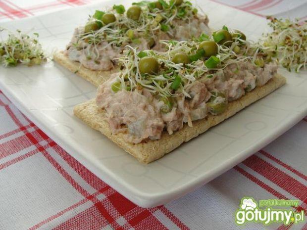 Sałatka z tuńczyka z groszkiem