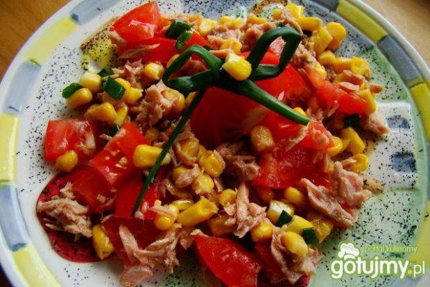 Sałatka z tuńczyka  z pomidorem