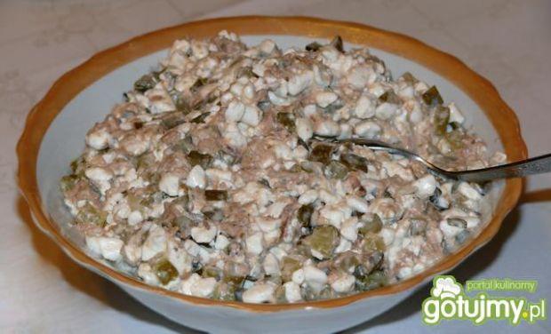 Sałatka z tuńczyka z serkiem wiejskim