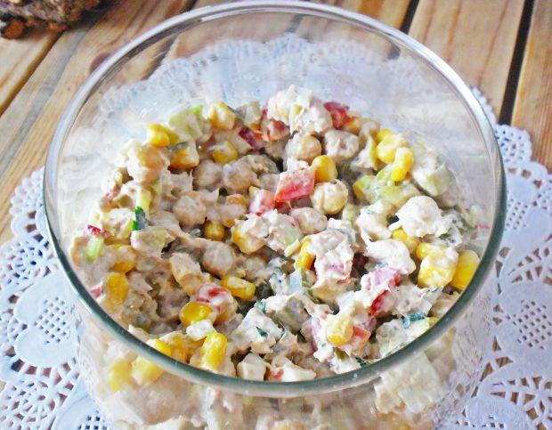 Sałatka z tuńczykiem i cieciorką