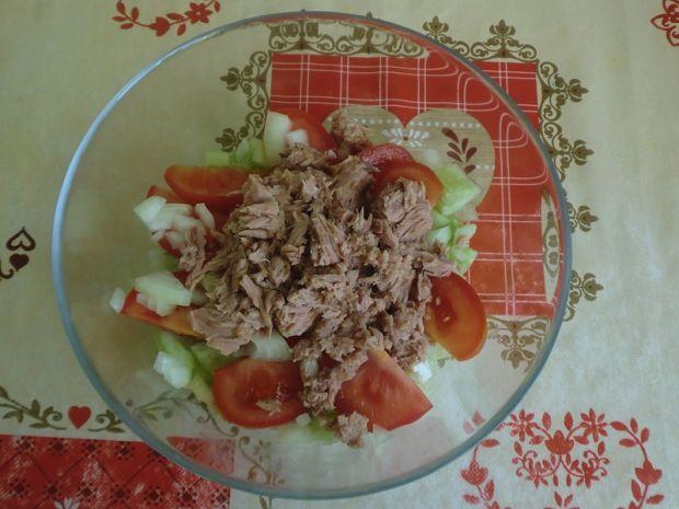 Sałatka z tuńczykiem i fetą