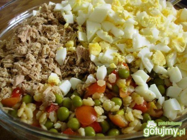 Salatka z tunczykiem i makaronem