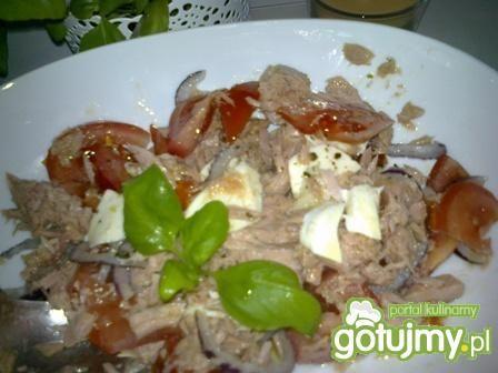 Sałatka z tuńczykiem i mozzarellą