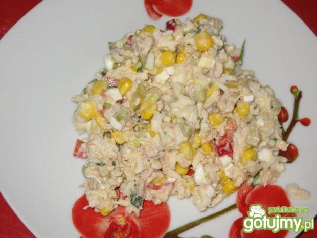 Sałatka z tuńczykiem i ryżem 3