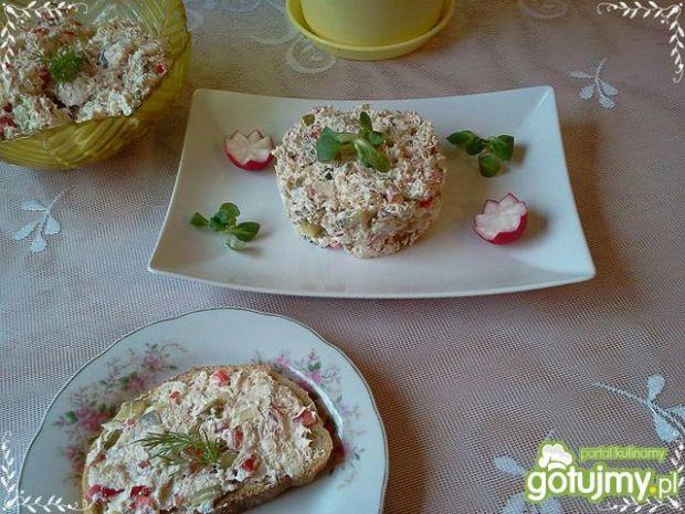 Sałatka z tuńczykiem i serem białym