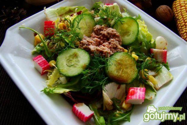 Sałatka z tuńczykiem i surimi