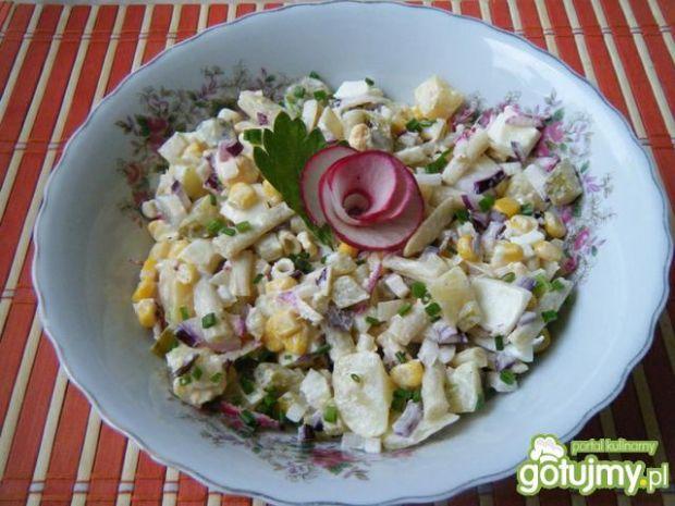Sałatka z warzyw z majonezem i jogurtem
