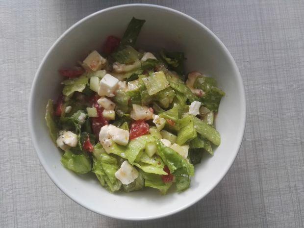 Sałatka z warzywami i serem feta