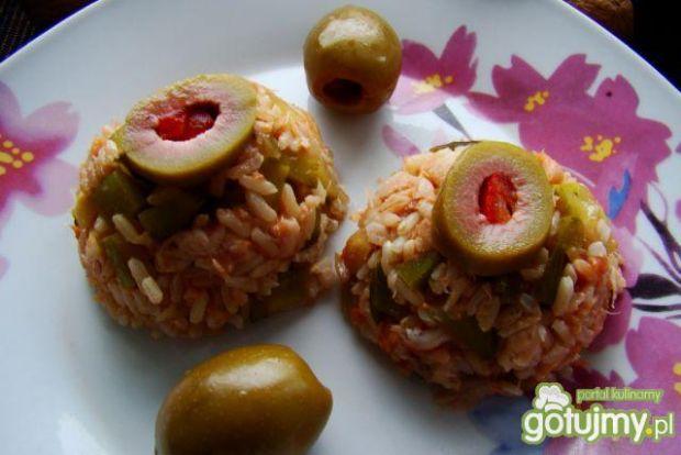 Sałatka z wędzonej makreli z korniszonem