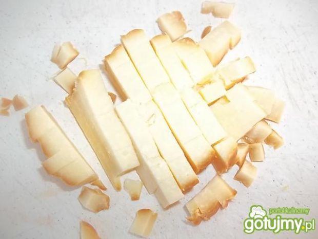 Sałatka z wędzonym serem.