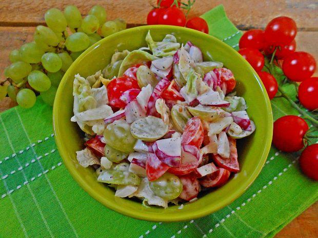 Sałatka z winogronami rodzynkowymi
