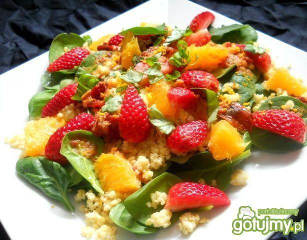 Sałatka z z kaszą jaglaną i pomarańczami