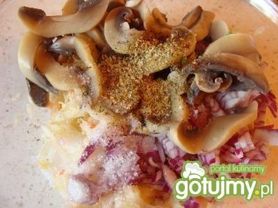 Sałatka z ziemniakami i kapustą kiszoną