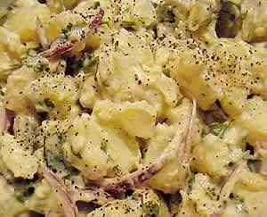 sałatka z ziemniaków z ogórkami kiszonym