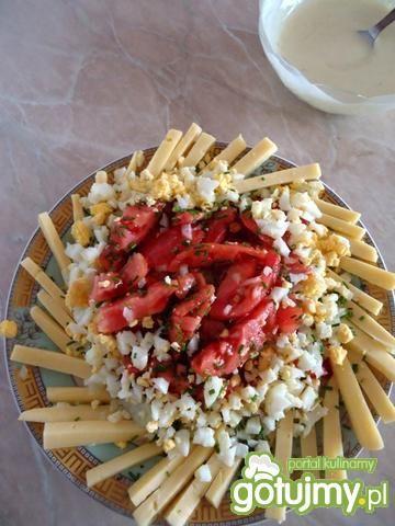 Sałatka z żółtego sera i pomidorów