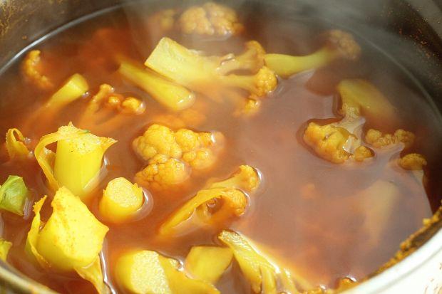 Sałatka z żółtym kalafiorem