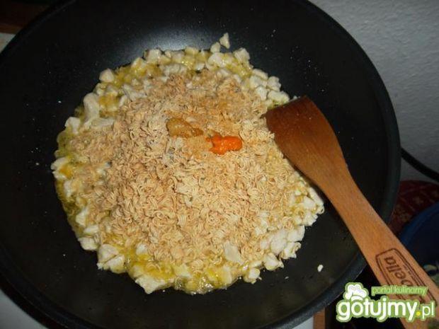 Sałatka z zupek błyskawicznych
