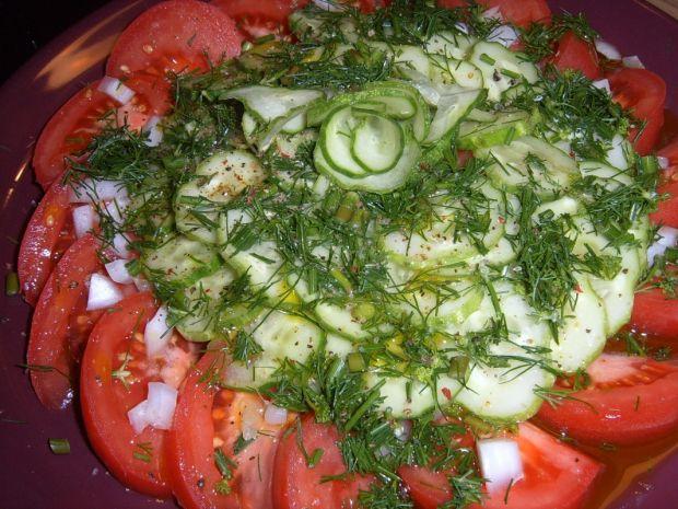 Sałatka ze świeżym pomidorem i ogórkiem