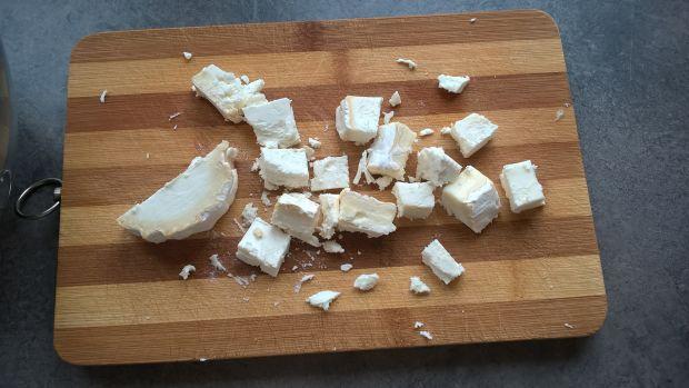 Sałatka ze szpinakiem i kozim serem
