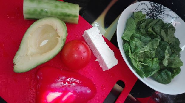 Sałatka ze szpinakiem i serem feta