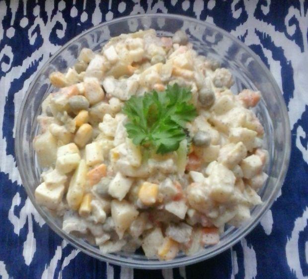 Sałatka ziemniacz. z marchewką, groszkiem, jajkiem
