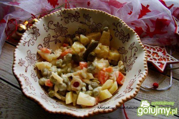 Sałatka ziemniaczana z ananasem