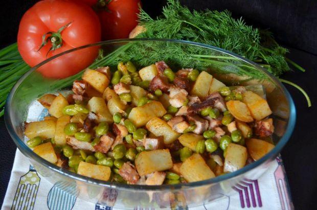 Sałatka ziemniaczana z boczkiem i bobem