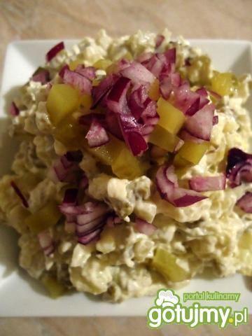 Sałatka ziemniaczana z ogórkiem i cebulą