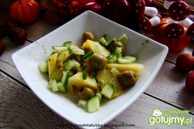 Sałatka ziemniaczana z zielonymi oliwkam
