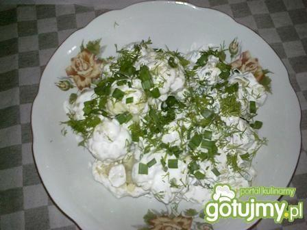 Sałatka ziemniaczano-kalafiorowa.