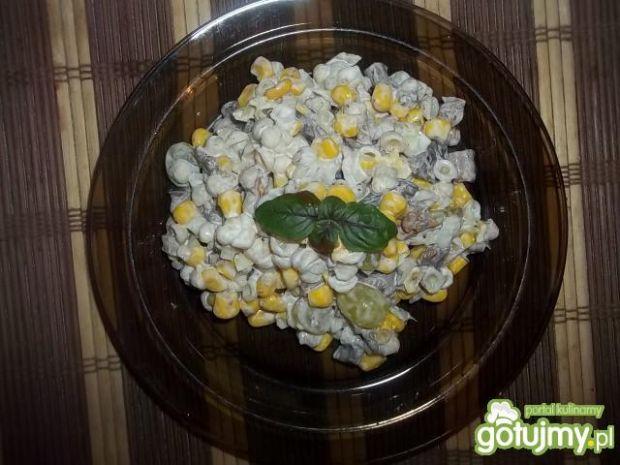 Sałatkaz grzybami i winogronami