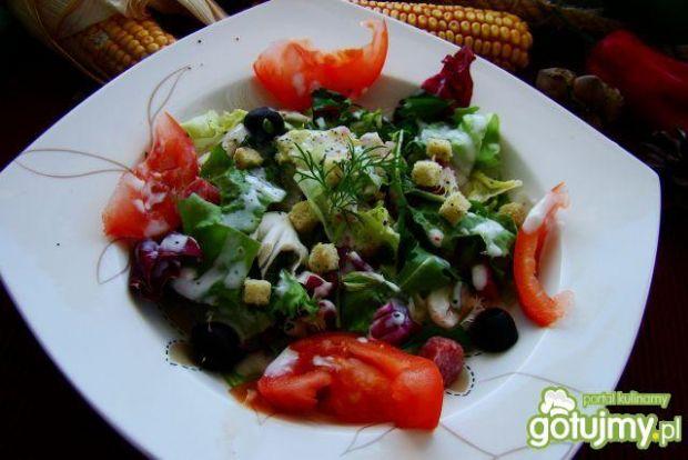 Sałaty z sosem z sera pleśniowego