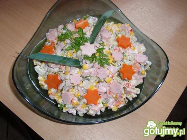 Sałtka   z kukurydzą i szynką