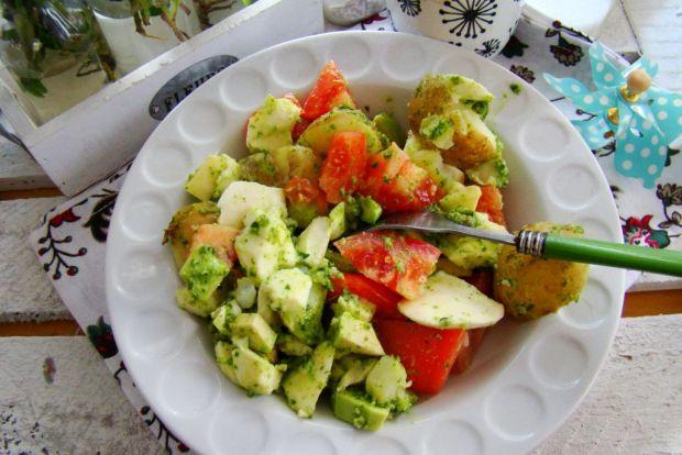 Sałtka z młodych ziemniaków i mozzarelli