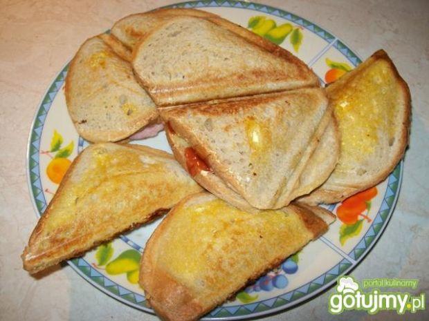 Sandwiche z szynką i keczupem.