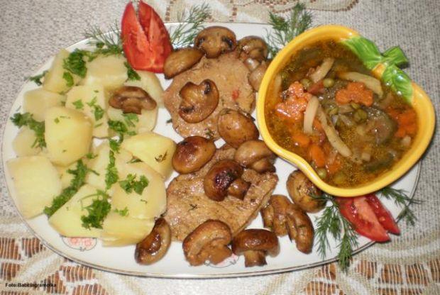 Schab  duszony w warzywach  :